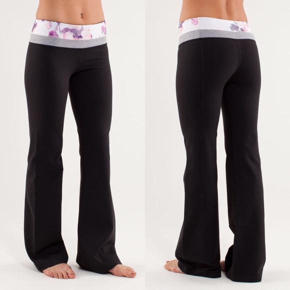 90050ab3e lululemon athletica Pants - Lululemon Black Groove Yoga Pants Blurred  Blossom